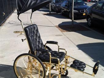 silla-de-ruedas-oro-lady-gaga