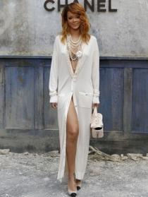 Rihanna, muy sexy en la Paris Fashion Week 2013