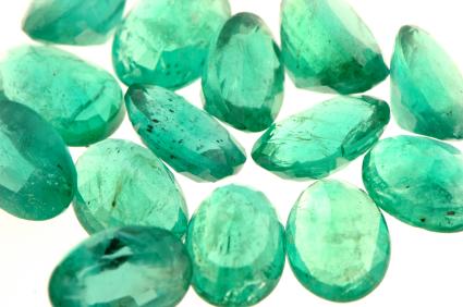 color esmeralda-pantone