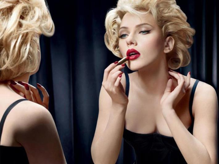 Scarlett Johansson caracterizado como Marilyn Monroe para Dolce & Gabanna